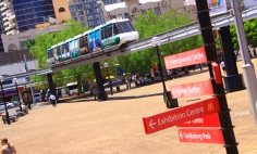sydney-monorail-passing-sydney-entertainment-centre